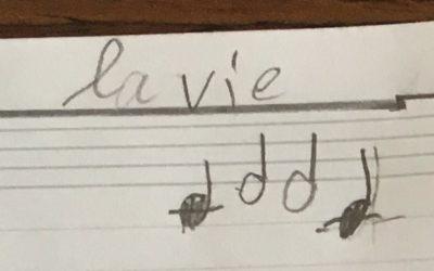 Un élève compose de la musique