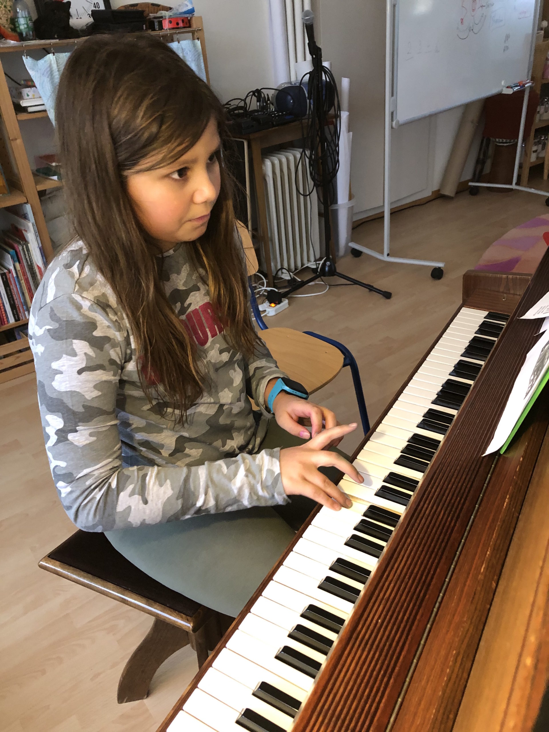Inea au piano